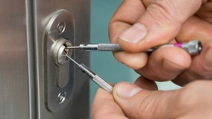Lock-Picking